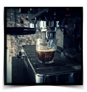 koffie staat klaar in keukenkastenfabriek.nl
